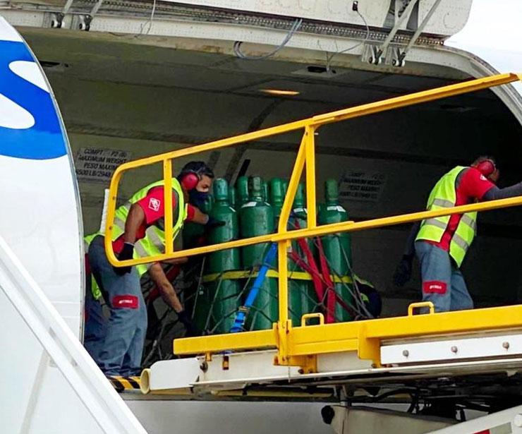 3 8 - Chegam em Manaus os 150 cilindros de Oxigênio enviados por Gusttavo Lima