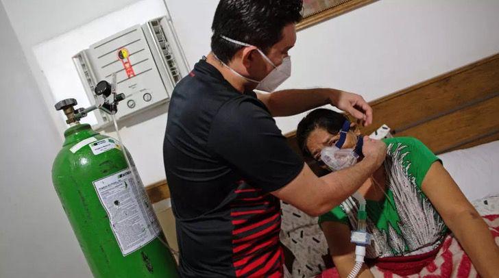 Captura de Pantalla 2021 01 14 a las 08.55.07 - Médico em Manaus montou clínica em sua casa para tratar sua mãe com COVID. Eu estava todo saturado! (Vídeo)