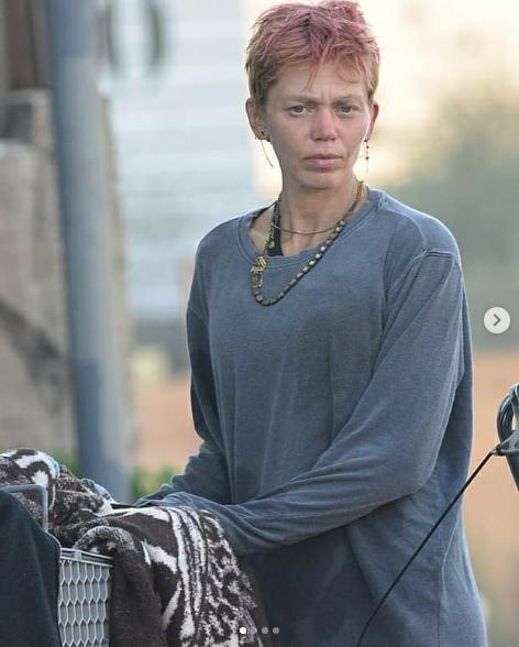 """Captura de Tela 455 - Conheça Loni Willison, ex-modelo que virou moradora de rua e desabafou: """"ninguém se importa comigo"""""""