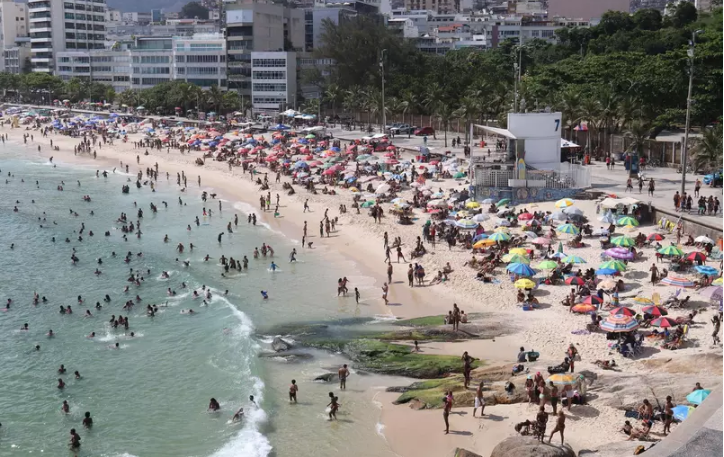 Captura de Tela 531 1 - Mesmo com forte risco de contágio, praias do Rio de Janeiro lotam neste domingo (24).