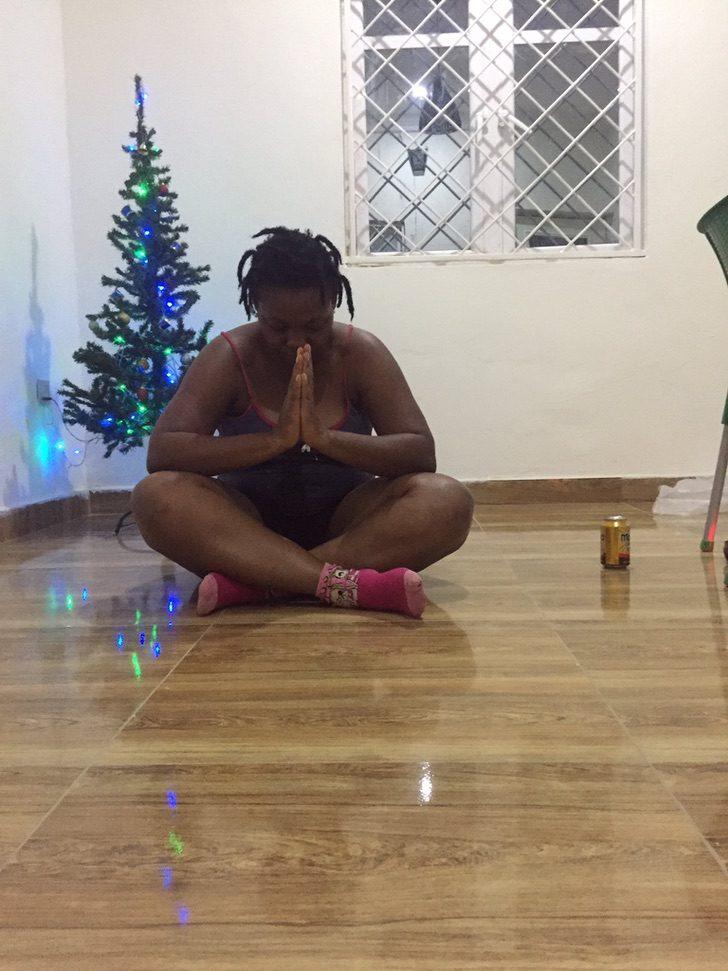 """b - Lavadeira nigeriana divide com seguidores a alegria de conseguir a casa própria.""""Só gratidão"""""""