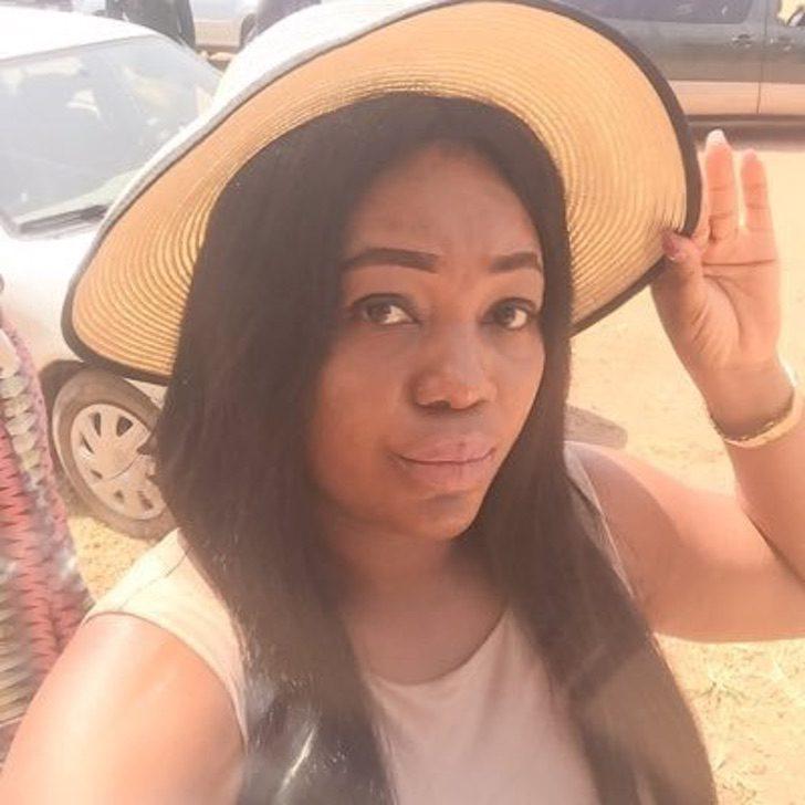"""c - Lavadeira nigeriana divide com seguidores a alegria de conseguir a casa própria.""""Só gratidão"""""""