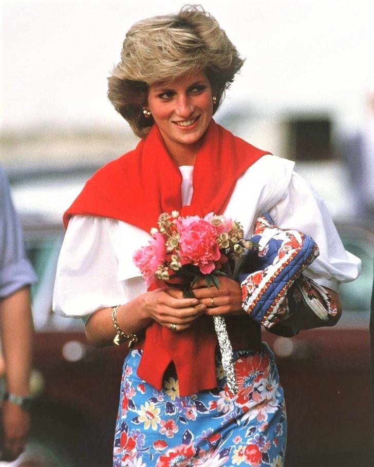 diana pelicula kristen stewart0002 - Kristen Stewart mostra seu visual como Diana de Gales. Já se fala de uma atuação digna do Oscar