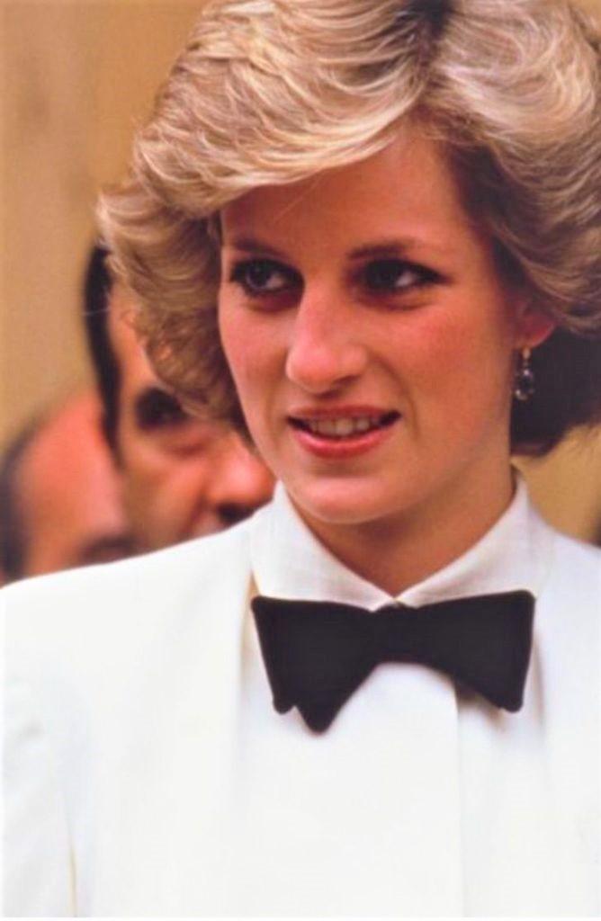 diana pelicula kristen stewart0005 668x1024 1 - Kristen Stewart mostra seu visual como Diana de Gales. Já se fala de uma atuação digna do Oscar