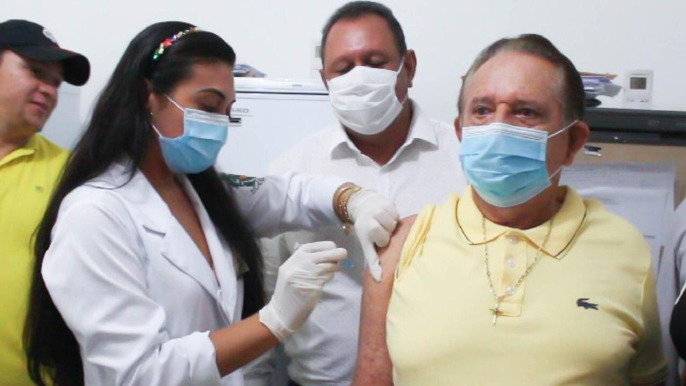 prefeito urucui vacina - MP investiga denúncias de prefeitos que furaram a fila e tomaram vacina contra Covid fora de grupos prioritários no Piauí.