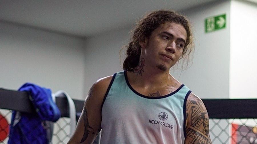 whindersson nunes durante treino de boxe 1608333863336 v2 900x506 - Manaus recebe os 60 ventiladores pulmonares enviados por Whindersson Nunes (vídeo)