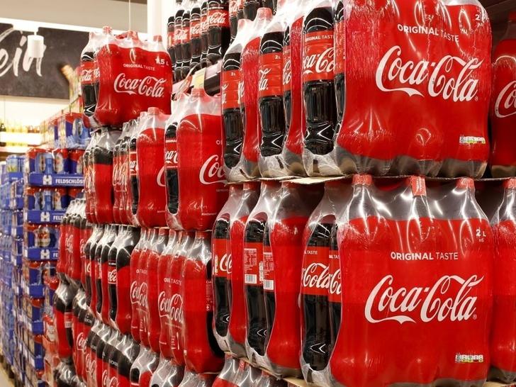 1 4 - A Coca-Cola começará a vender suas bebidas em garrafas de papel.