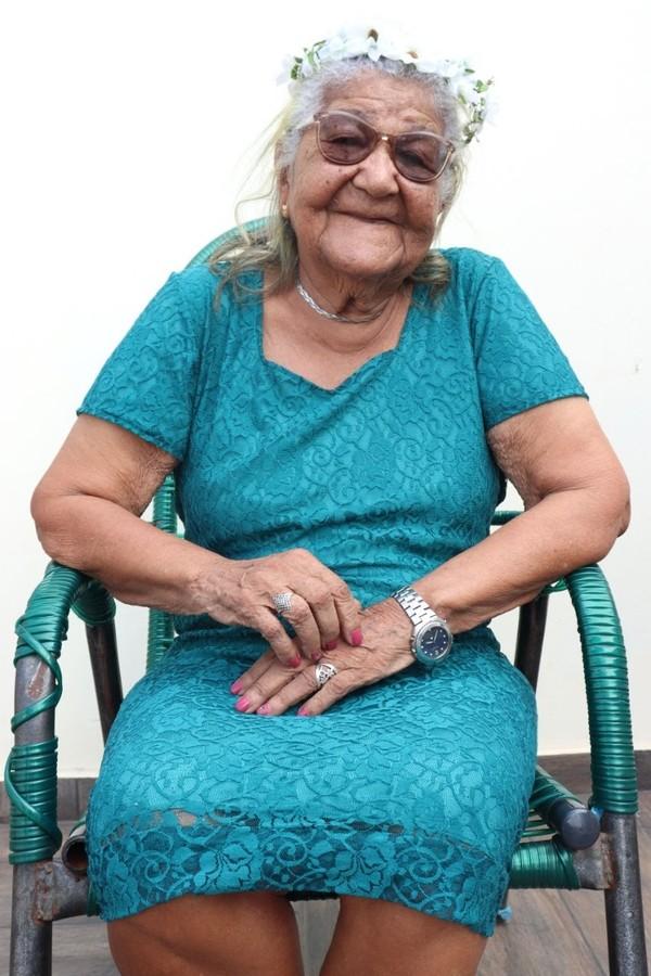 """4 - Idosa de 101 anos enviou seu currículo para empresa e caso viralizou na Web: """"Eu quero trabalhar para comprar meus vinhos"""""""
