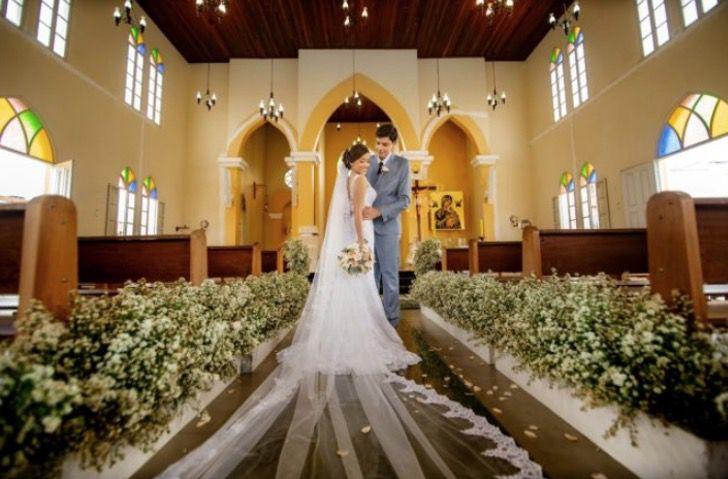 a 2 - Padre celebra o casamento em linguagem de sinais para um casal surdo. Eles imortalizaram seu amor com as mãos