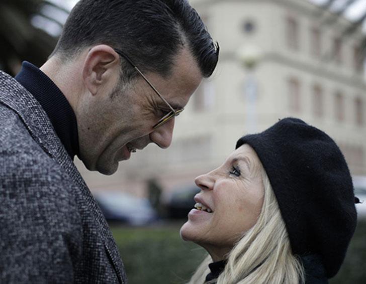 a - Ela tem 63 anos, ele 46 e estão juntos há mais de 10 anos. Esta é a história de María e Juanjo Marcos Míguez