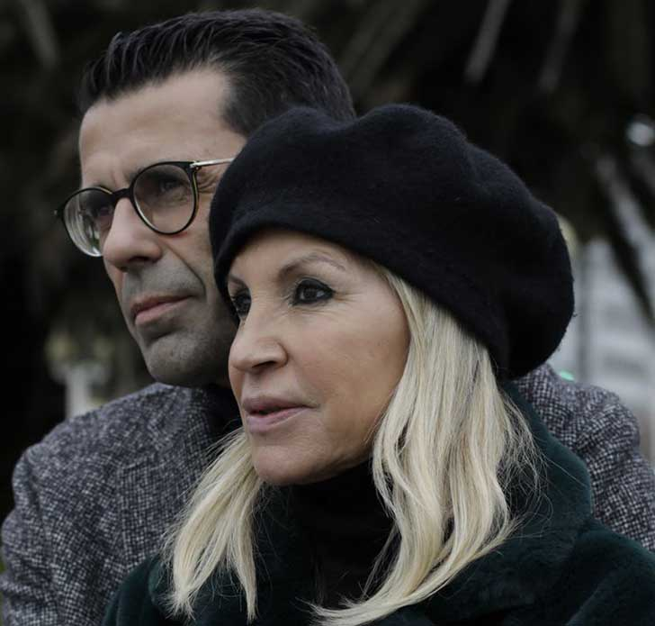 b - Ela tem 63 anos, ele 46 e estão juntos há mais de 10 anos. Esta é a história de María e Juanjo Marcos Míguez