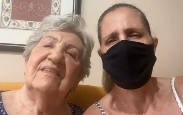 filha idosa - Golpe Vacina: Filha leva idosa para vacinar contra Covid-19 e enfermeira só furou o braço e não injetou o líquido, após denúncia a senhora foi vacinada (Vídeo)
