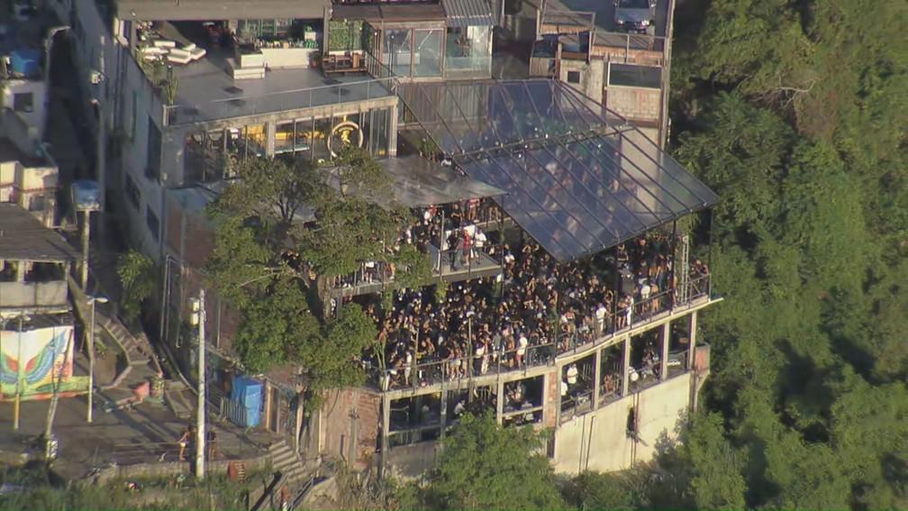 vidigal 2 - Festas clandestinas e aglomerações embalam a madrugada se estendendo até a manhã da terça-feira (16) no Rio (vídeo)