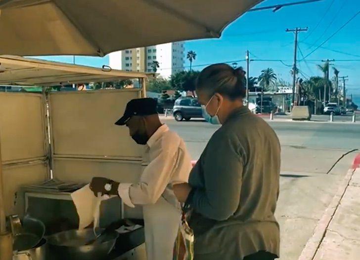 1 7 - Don Albino criou seus 12 filhos vendendo churros. Exemplo de superação!
