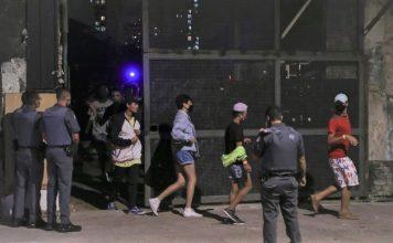 20fev2021 policiais militares intervem e acabam com festa clandestina com mais de 100 participantes que acontecia dentro de um ferro velho  356x220 - Início
