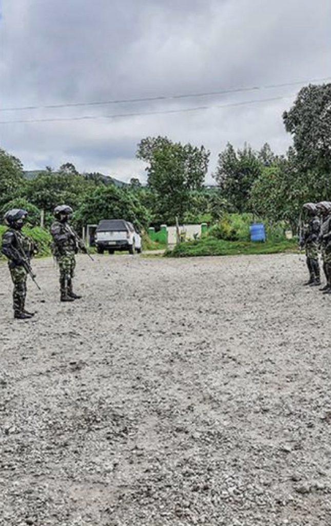 3 4 - Pela primeira vez, uma mulher comanda as tropas do exército colombiano na selva. É a senhora de ferro!