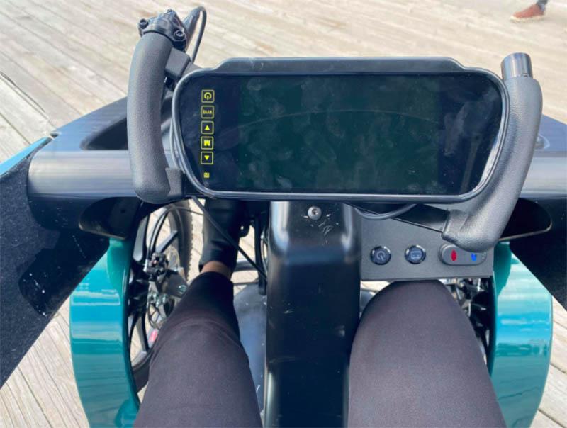 3 5 - Bicicleta elétrica com 4 rodas promete ser segura e confortável