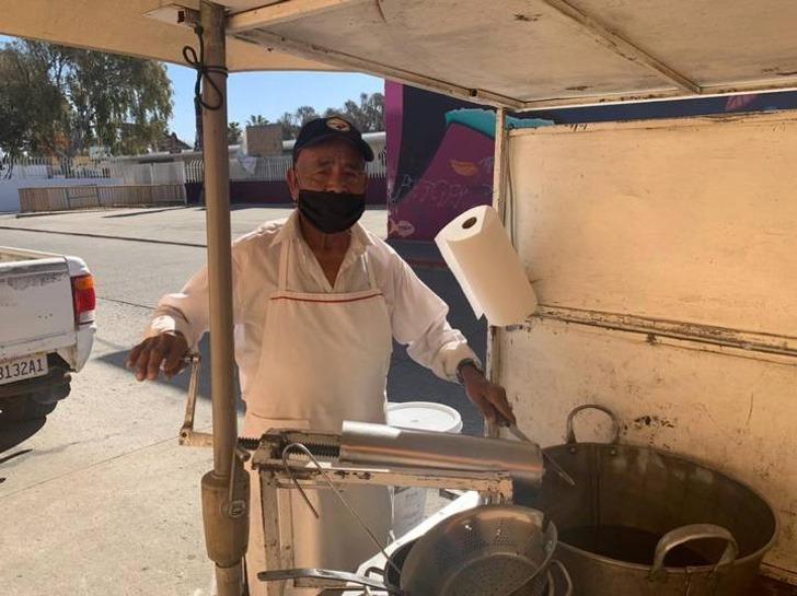 4 4 - Don Albino criou seus 12 filhos vendendo churros. Exemplo de superação!
