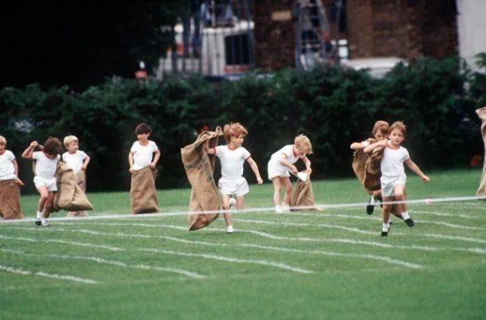 5 10 696x458 1 - Vídeo mostra Princesa Diana quebrando todos os protocolos para representar seu filho caçula