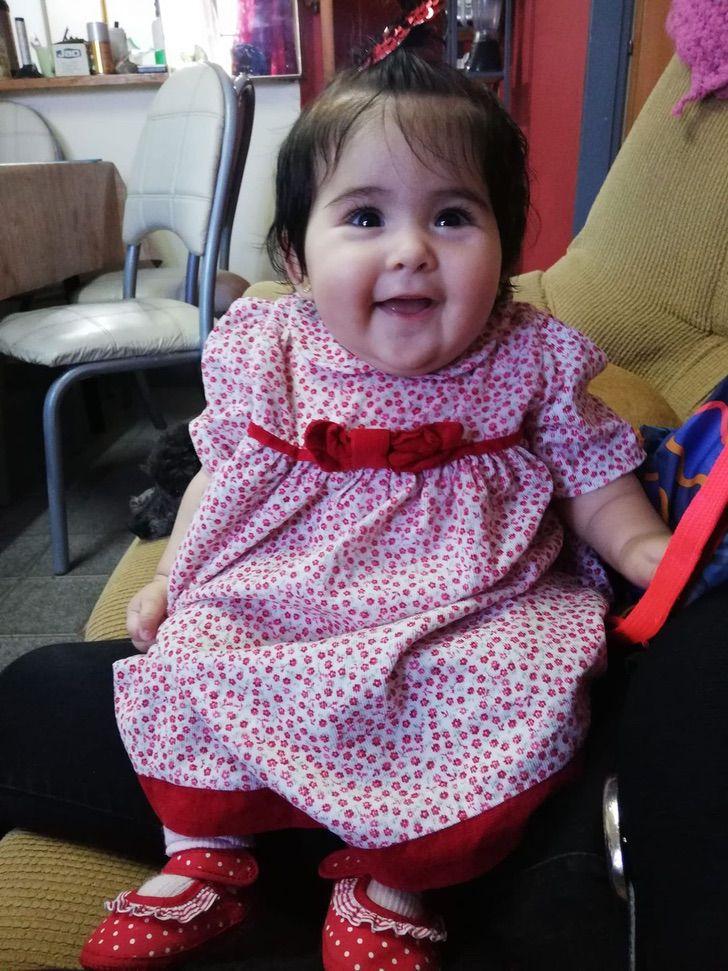 ´1 - A bebê é ejetada de um carro que capotou no caminho e eles a encontram ilesa e sorrindo.