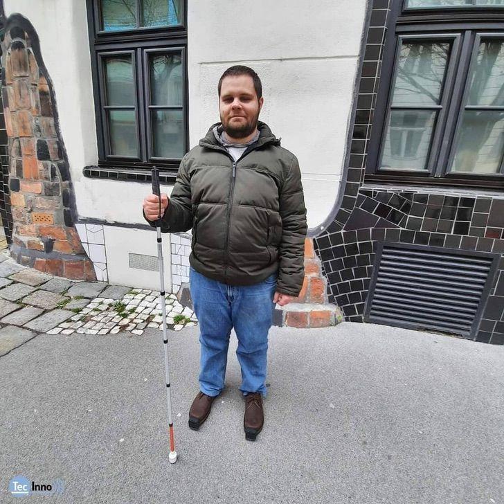 1 3 - Eles criaram sapatos inteligentes para pessoas cegas, capazes de detectar obstáculos. Eles vão andar com segurança