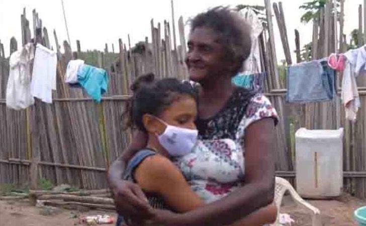 """1 5 - Érika com apenas 12 anos constrói a """"Escola da esperança"""""""