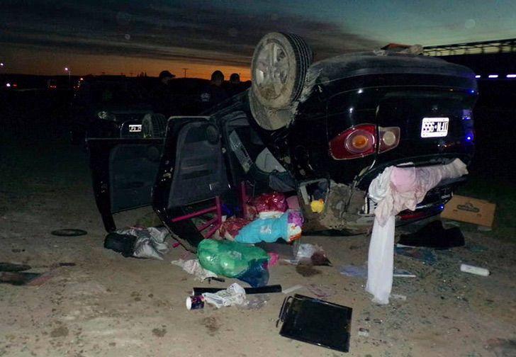 2 9 - A bebê é ejetada de um carro que capotou no caminho e eles a encontram ilesa e sorrindo.