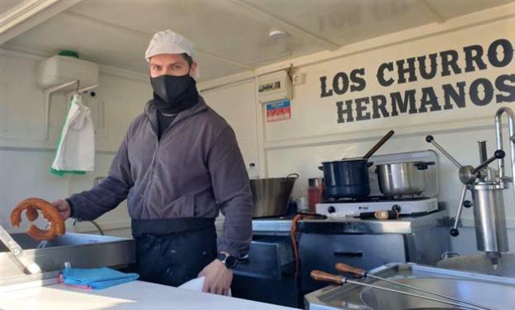 3 1 - Ele começou seu negócio de churros há 4 anos devido a poucas ofertas de emprego. Hoje é um sucesso