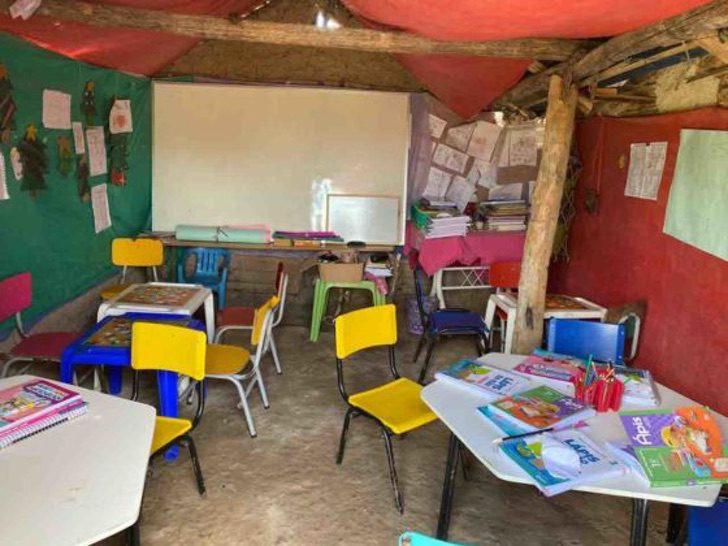 """3 4 - Érika com apenas 12 anos constrói a """"Escola da esperança"""""""