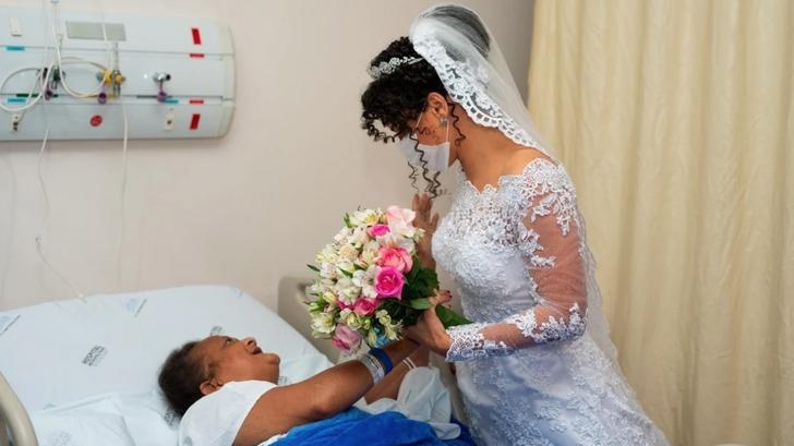 """4 - Noiva visita a mãe no hospital minutos antes de se casar: """"Filha, você está aqui"""""""