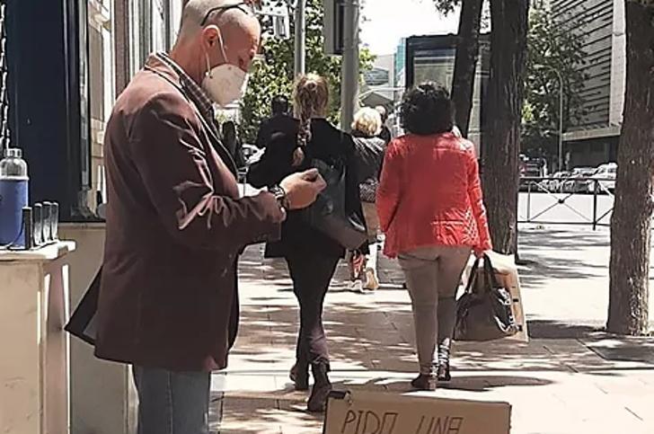 """Captura de Pantalla 2021 05 12 a las 11.17.16 - Eletricista desempregado encontra trabalho depois de fazer um anúncio de papelão: """"Não posso pedir mais"""""""