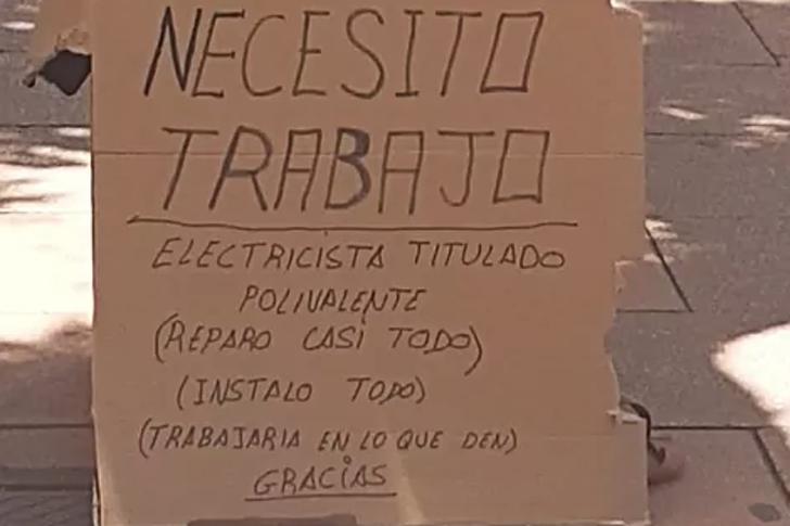 """Captura de Pantalla 2021 05 12 a las 11.17.25 - Eletricista desempregado encontra trabalho depois de fazer um anúncio de papelão: """"Não posso pedir mais"""""""