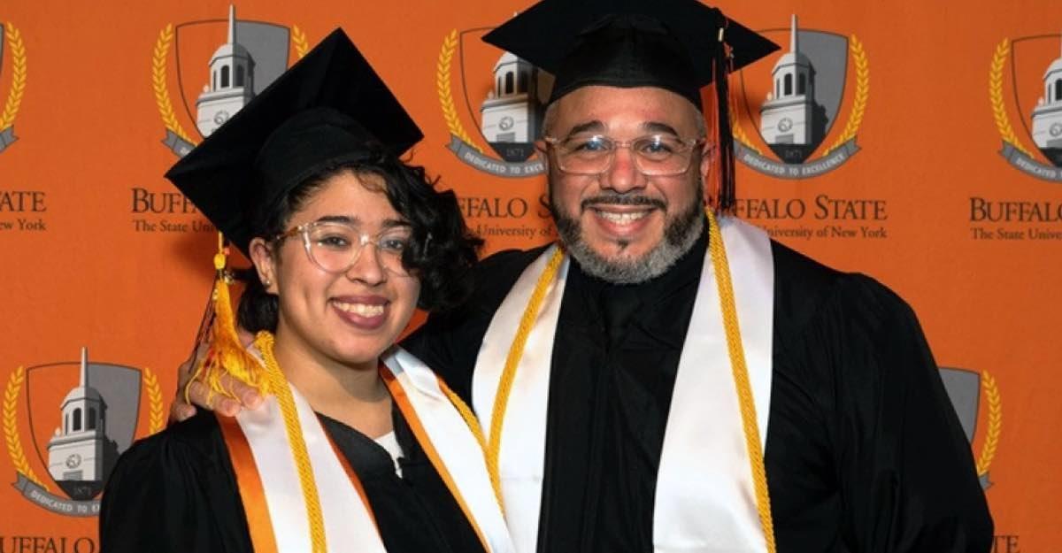 Cpa - Pai e filha se formam juntos na mesma universidade: eles realizaram o sonho de serem profissionais