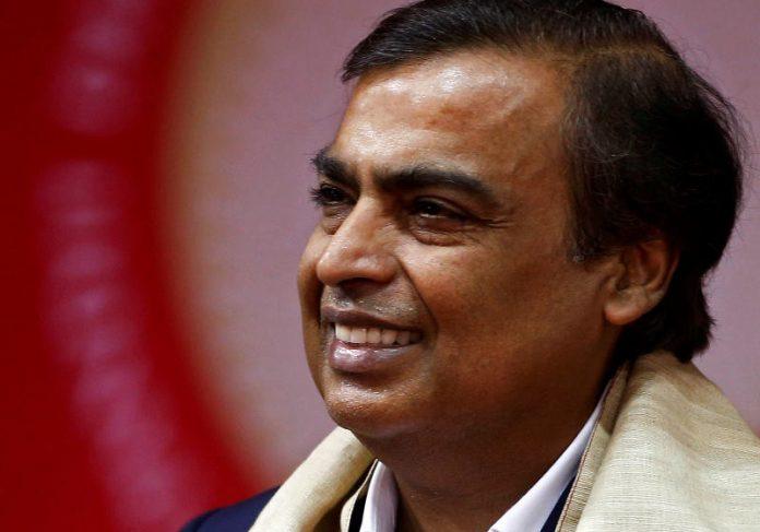 indiano fabrica 696x487 1 - Homem mais rico da Índia reestrutura fábricas para fornecer oxigênio GRATUITO