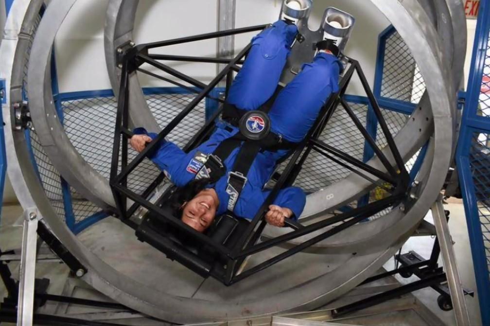 """1 2 - Paranaense que foi aprovada em 5 universidades, aos 20 anos se prepara para ser astronauta nos EUA: """"Inspirar outras garotas"""""""