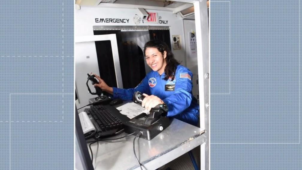 """2 2 - Paranaense que foi aprovada em 5 universidades, aos 20 anos se prepara para ser astronauta nos EUA: """"Inspirar outras garotas"""""""