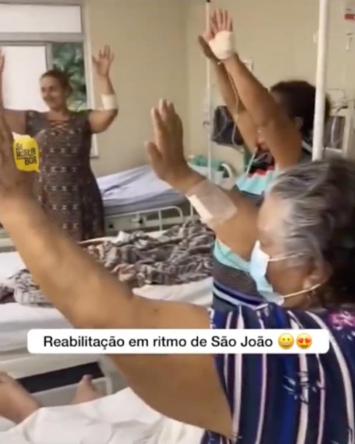 2 4 - Fisioterapeuta dança com pacientes COVID-19 para exercitá-los e reabilitá-los, Isso é vocação