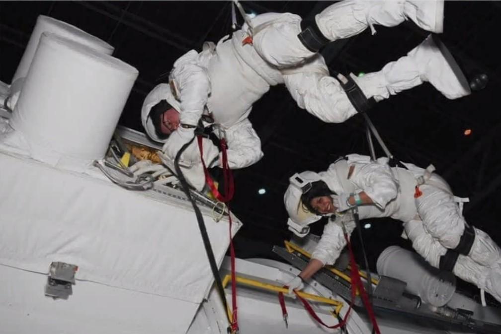 """3 2 - Paranaense que foi aprovada em 5 universidades, aos 20 anos se prepara para ser astronauta nos EUA: """"Inspirar outras garotas"""""""