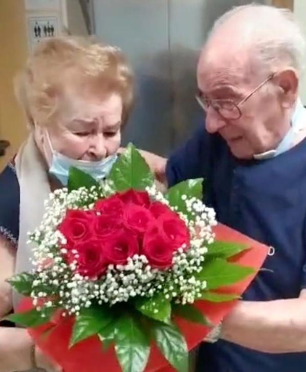 Captura de Tela 259 Copia - Casal se abraça em lágrimas após 9 meses de separação.