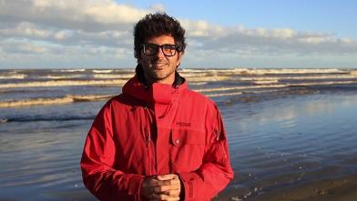 """Captura de Tela 364 - Biólogo brasileiro recebe o """"Oscar Verde"""" por seu trabalho com botos ameaçados de extinção."""