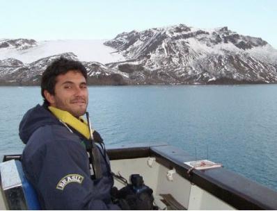 """Captura de Tela 367 - Biólogo brasileiro recebe o """"Oscar Verde"""" por seu trabalho com botos ameaçados de extinção."""