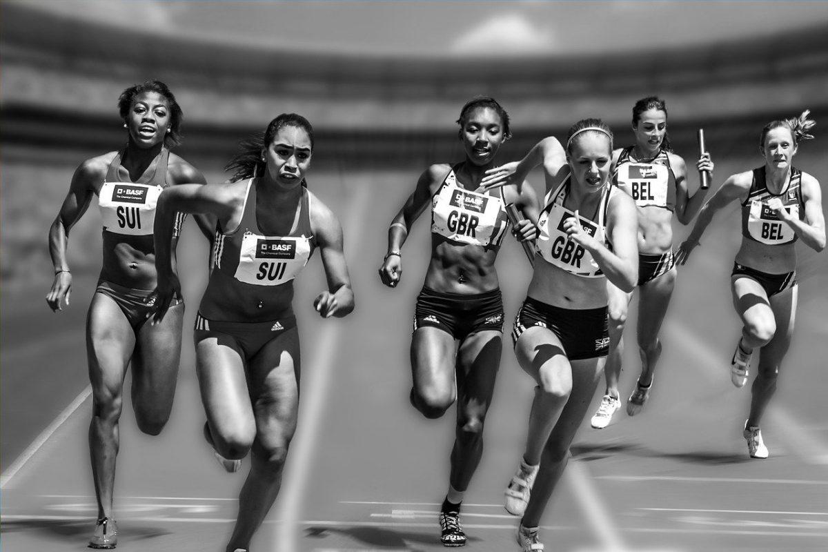 """women 655353 1280 scaled - Ela ganhou três medalhas de ouro com seu """"Nike"""" caseiro. Ela não precisava que o último modelo fosse o melhor!"""