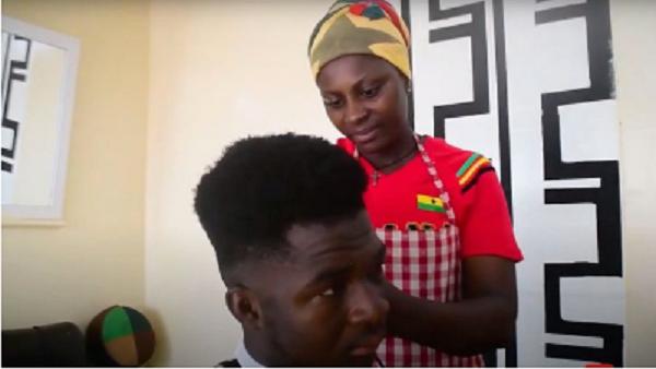 Captura de Tela 405 - Mãe solteira com 3 filhos trabalha como barbeira em seu próprio negócio. Luta diariamente contra o machismo