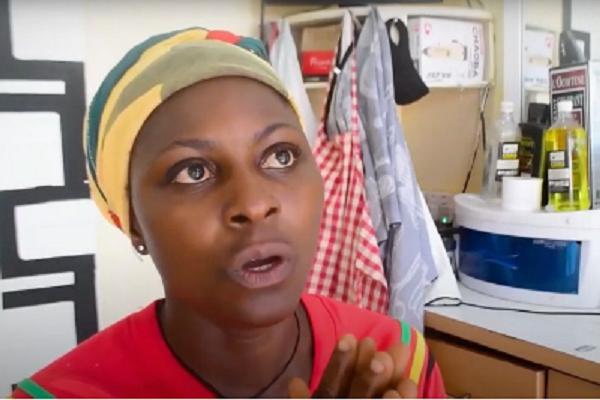 Captura de Tela 406 - Mãe solteira com 3 filhos trabalha como barbeira em seu próprio negócio. Luta diariamente contra o machismo